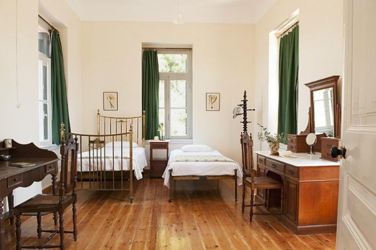 Ermioni Estate, twin bedroom